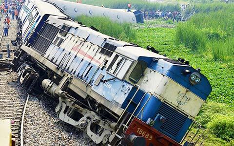 Message-board_train-accident
